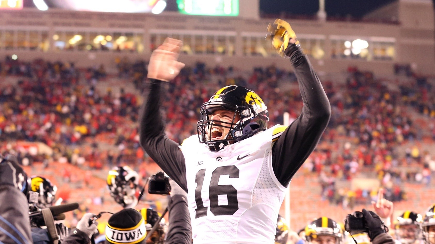 VICE Sports Bowl Predictions: Iowa and Michigan State Are Fighting For The Final Playoff Spot