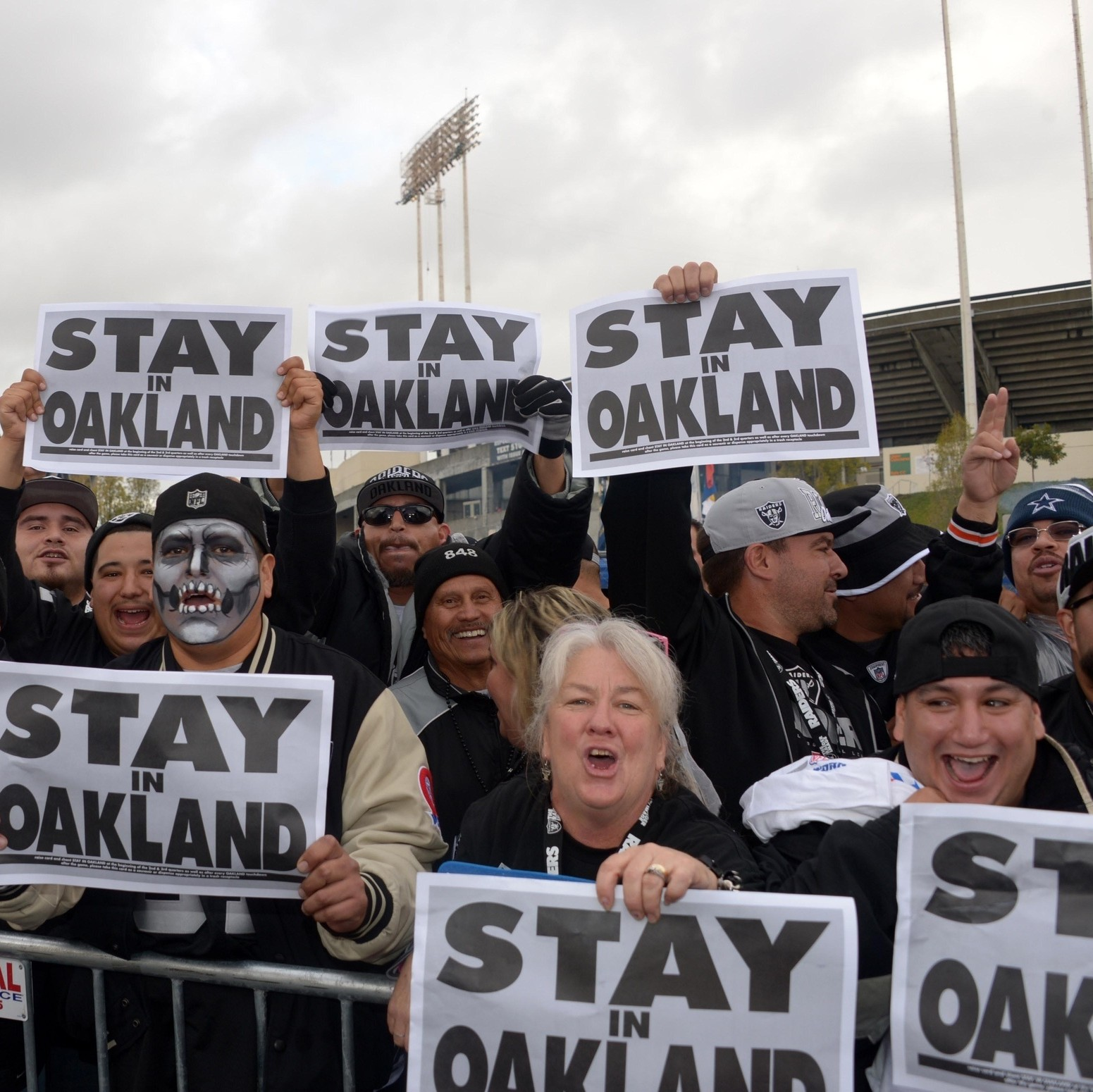 The-nfls-best-chance-to-solve-the-oakland-raiders-question-1466636203.jpg?crop=0.6296296296296297xw:1xh;0