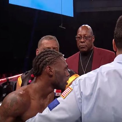 Could-walters-decision-to-quit-against-lomachenko-have-a-lasting-impact-on-combat-sports-1480440464.jpeg?crop=0.6101364522417154xw:1xh;0