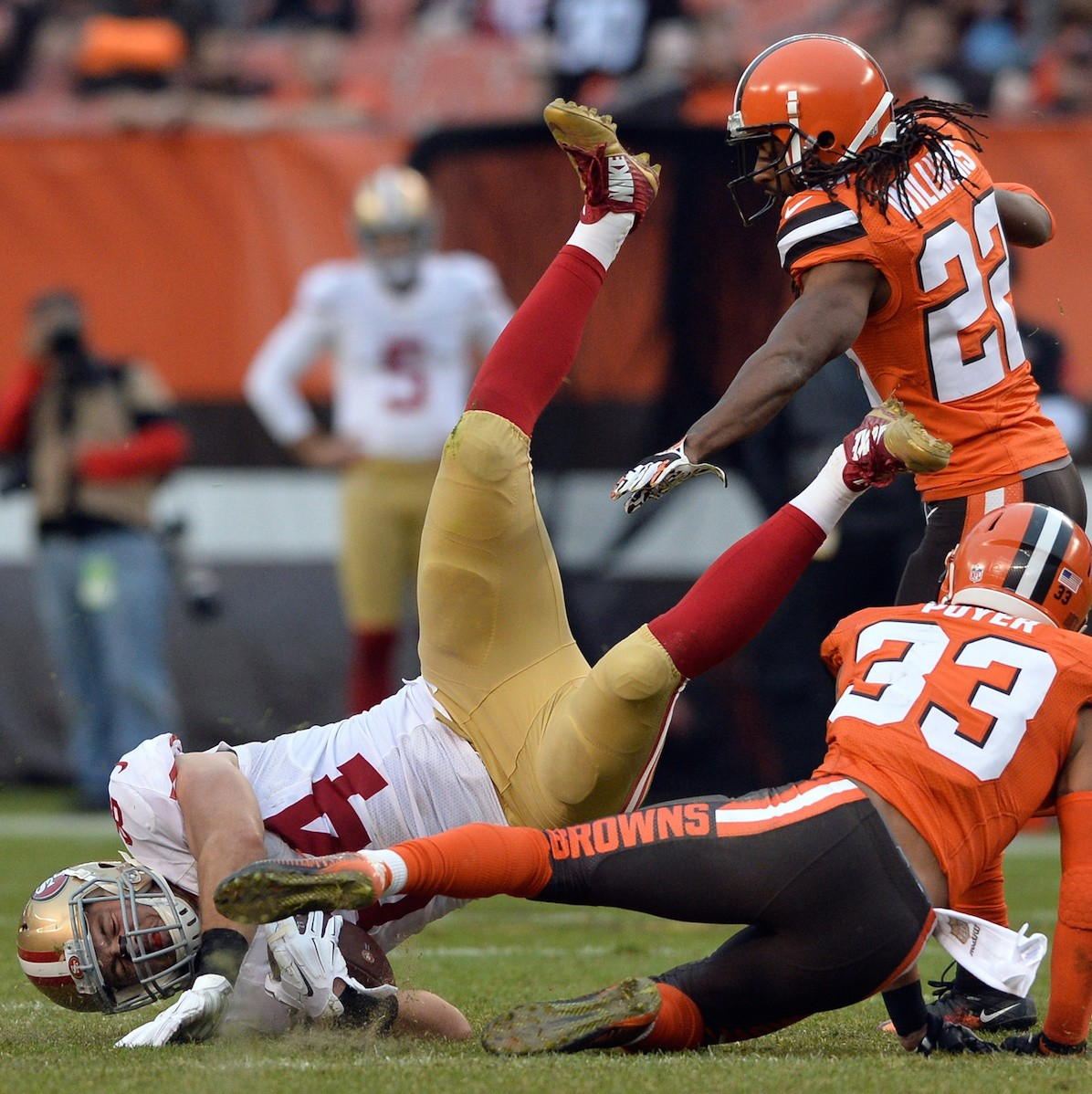 The-san-francisco-49ers-could-learn-something-from-the-browns-1482163025.jpg?crop=0.6647173489278753xw:1xh;0