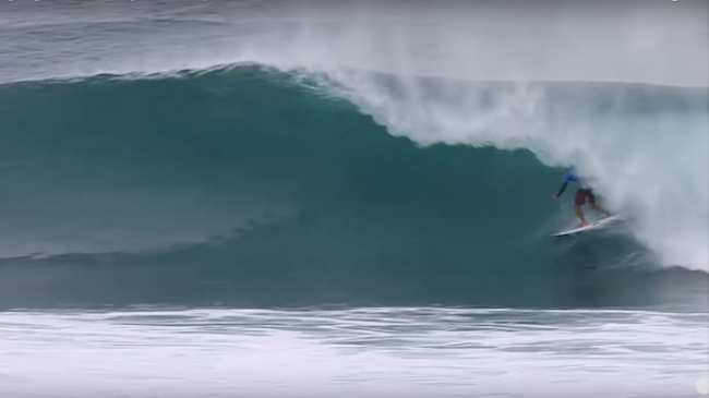 55f4d0f2ea63d7 Tahiti s Michel Bourez Wins The Pipe Masters In A Weird One - VICE ...