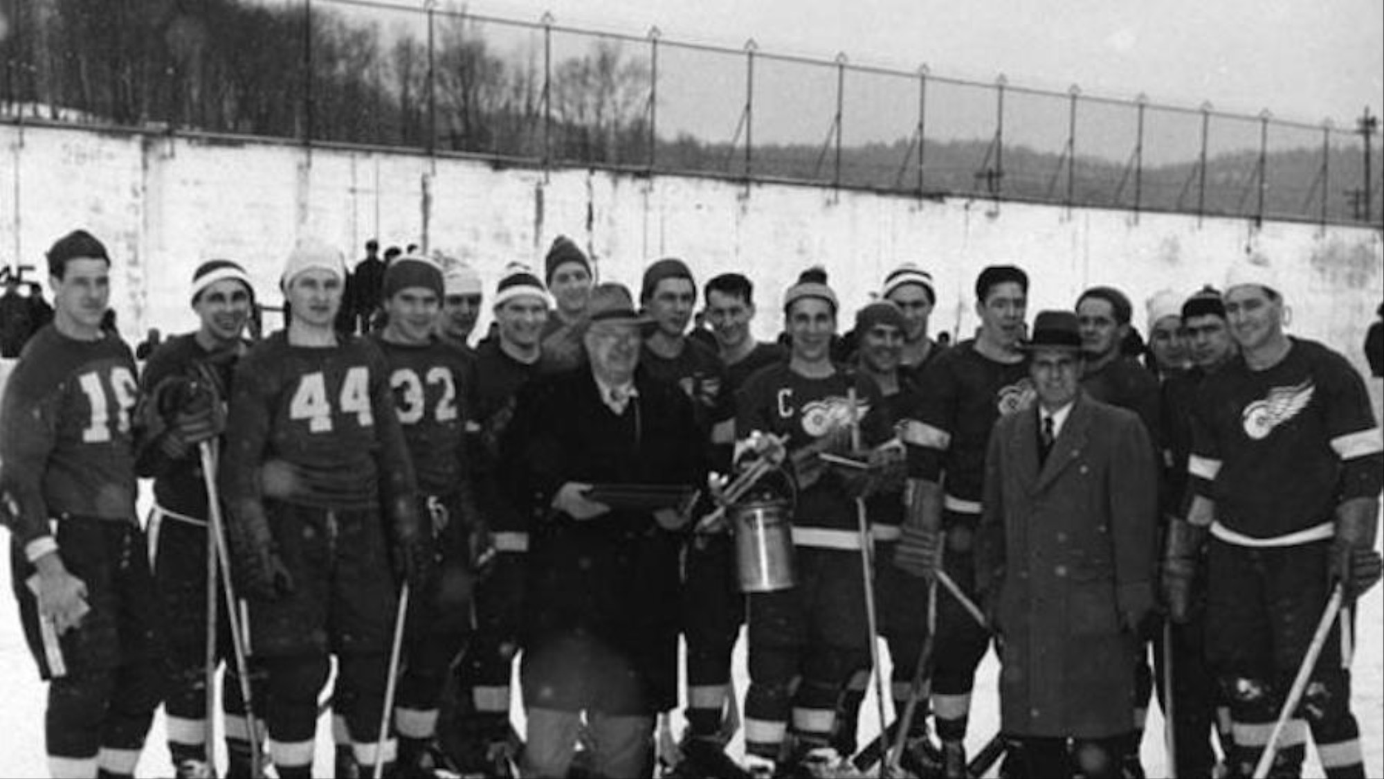 When The Red Wings Played An Outdoor Prison Game Against Inmates Vice