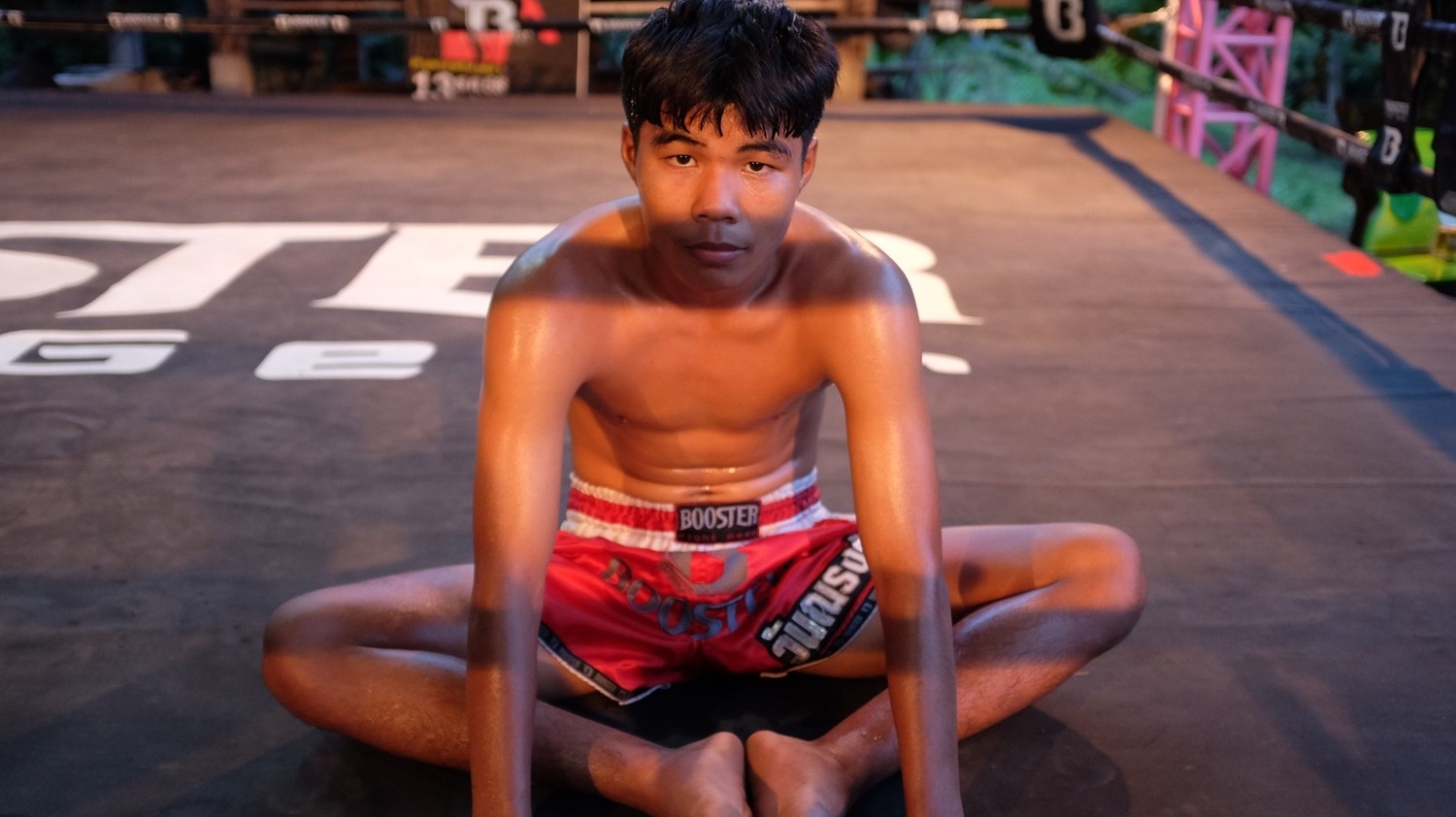 Don't Move Backwards: Witawas Tiamtam and the Televised Fights of Max Muay Thai