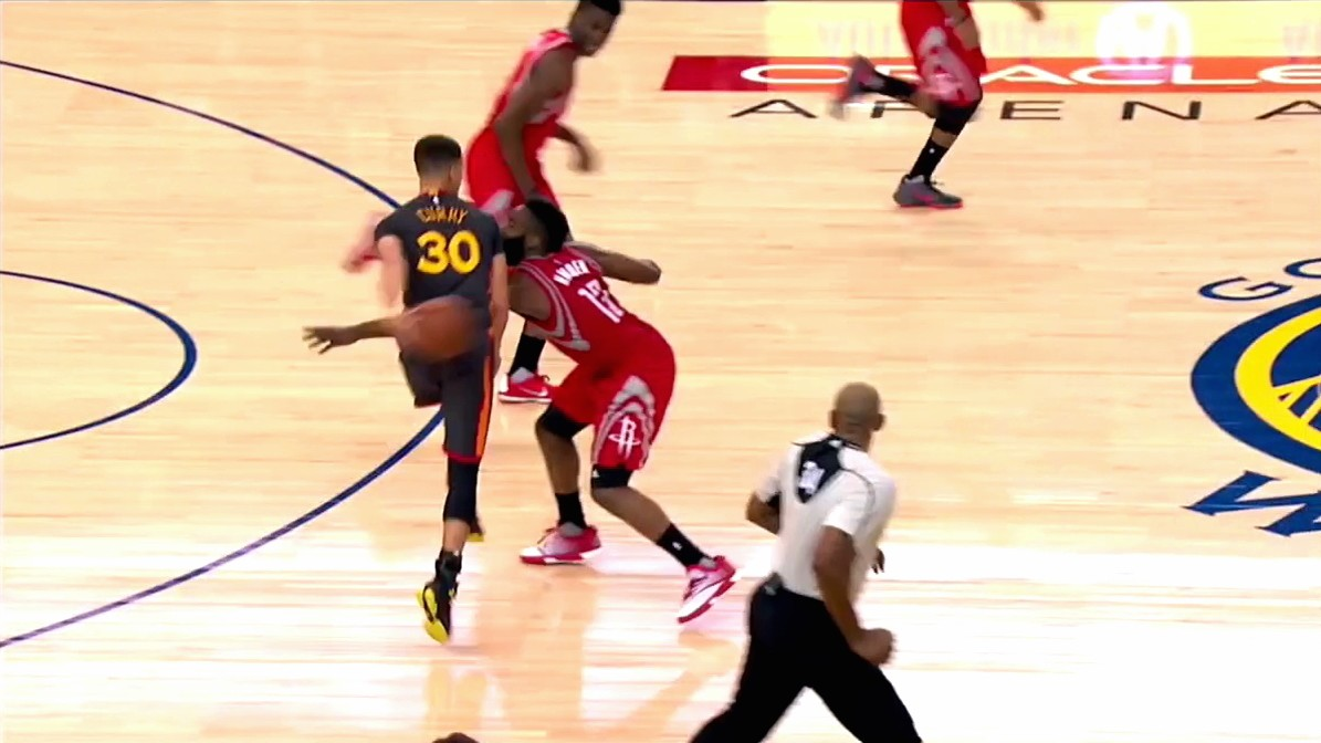 Steph Curry Gets the Steal, Sets off Fast Break with Absurd Behind-the-Back Pass