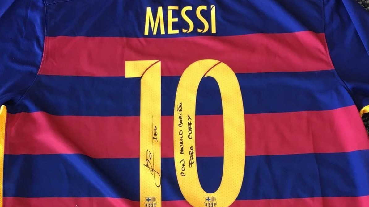 The Curry-Messi Bromance Continues With Another Signed Jersey