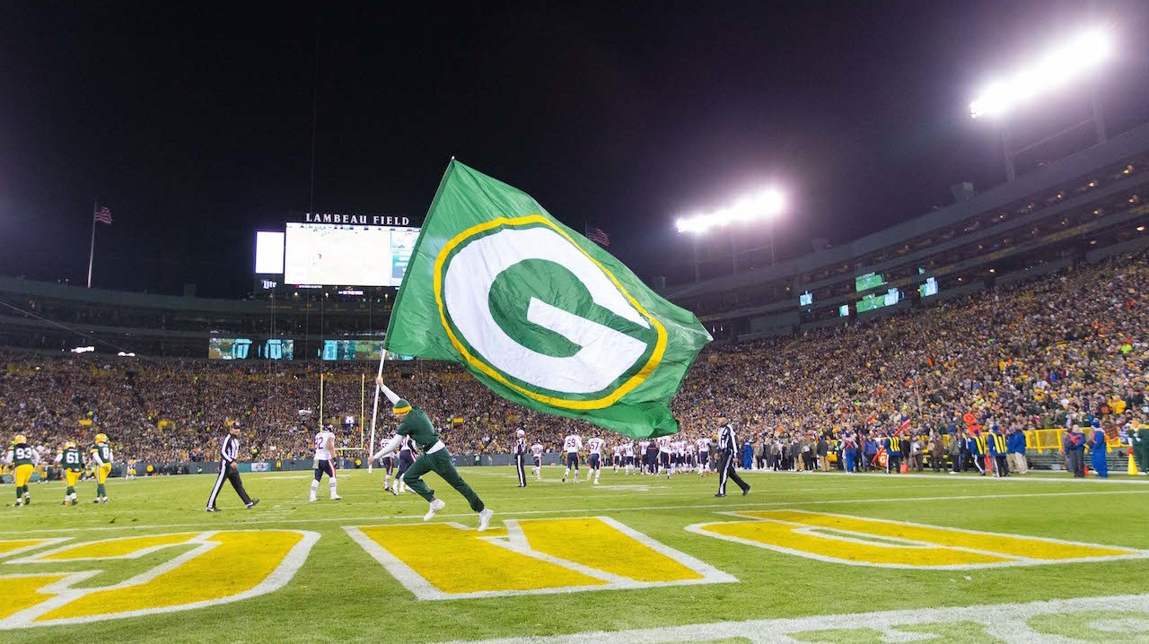 "Green Bay Packers Fan is Taking His Soon-to-be Wife's Name...because it's ""Packer"""