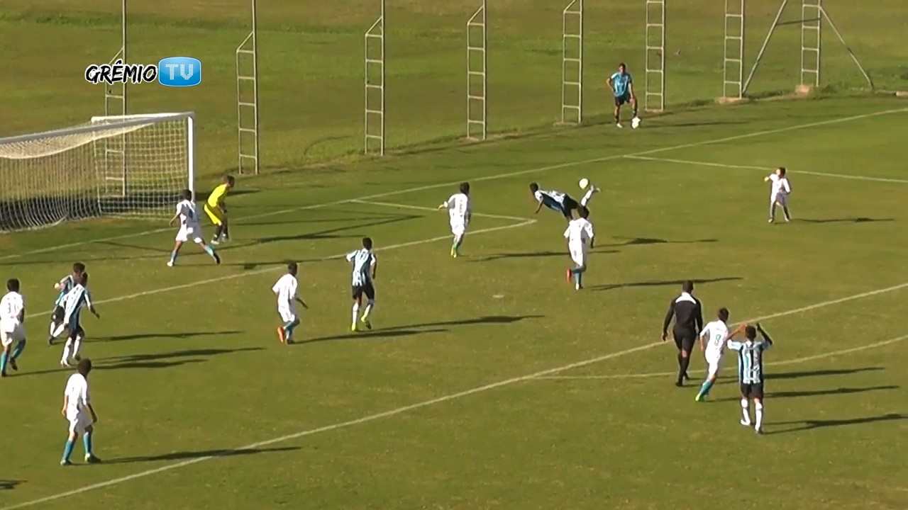 Under-14 Soccer Player Scores on Absurd Scorpion Kick