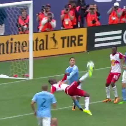 Bradley-wright-phillips-scores-pinpoint-bicycle-golazo-in-hudson-river-derby-1463863811.jpg?crop=0