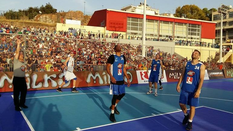Kristaps Porzingis and the Antetokounbros Play in Delightful Streetball Game in Greece