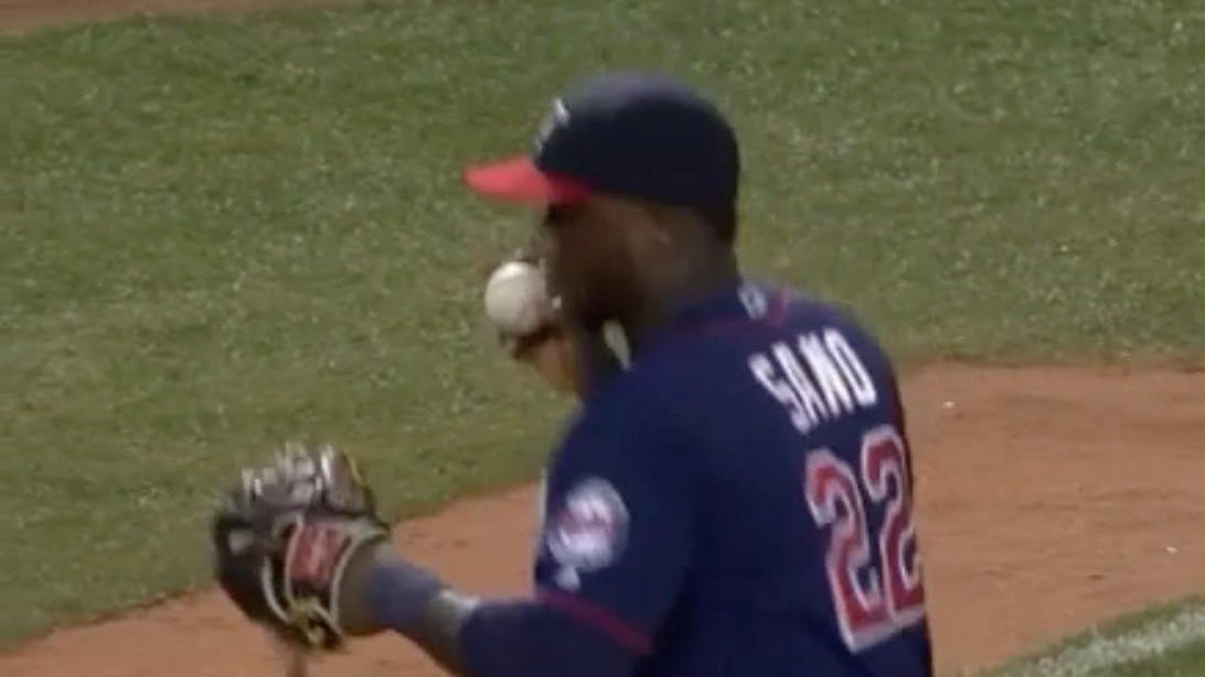 Miguel Sano Plays Kissy With the Ball Before Throwing Final Out, Set to Al Green