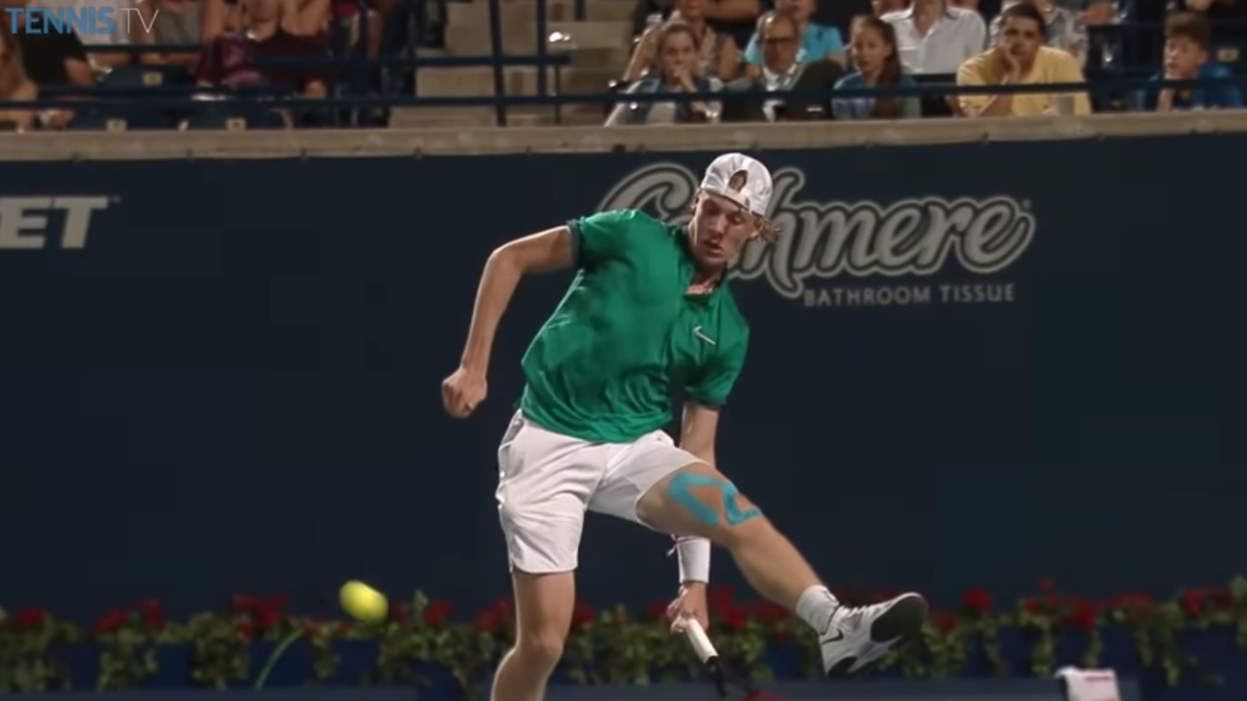 Young Canadian Tennis Player Makes Incredible Between-the-Legs Shot