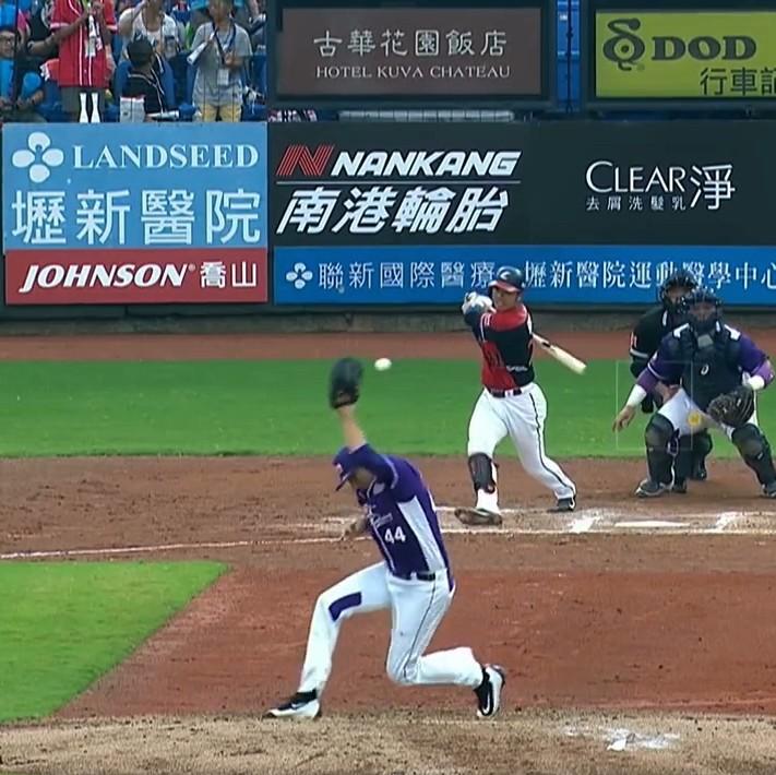 Scott-richmond-defends-himself-against-screaming-line-drive-in-china-1471272122.jpeg?crop=0.5555555555555556xw:1xh;0