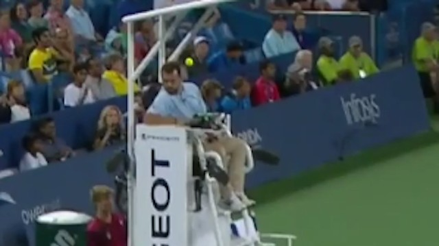 Andy Murray Nearly Kicks Errant Ball Straight Into Chair Umpire's Noggin
