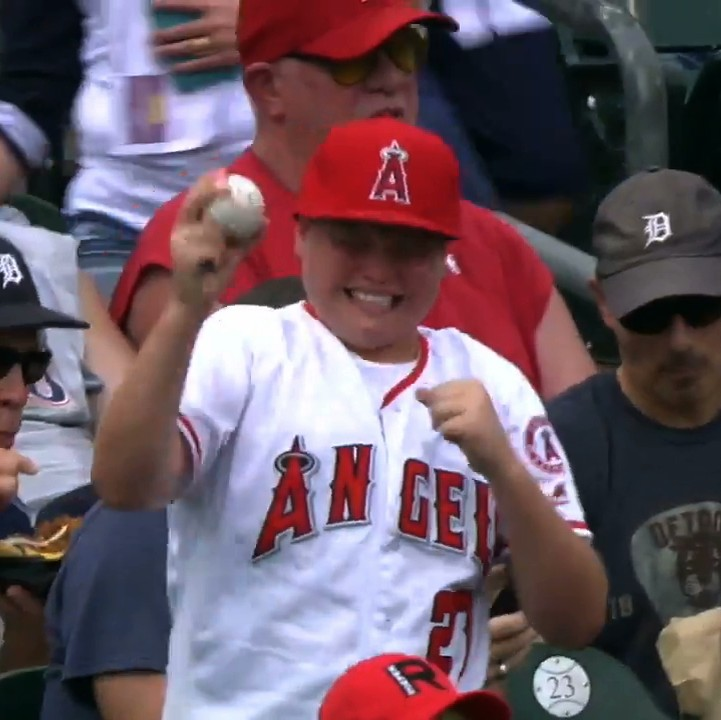 Mike-trout-makes-little-boy-cry-tears-of-joy-by-signing-autograph-1472487757.jpeg?crop=0.5633528265107213xw:1xh;0