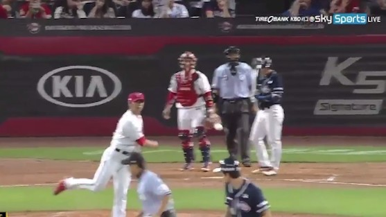 Korean Pitcher Suspended, Sentenced to 120 Hours of Community Service for Terrible Pickoff Throw