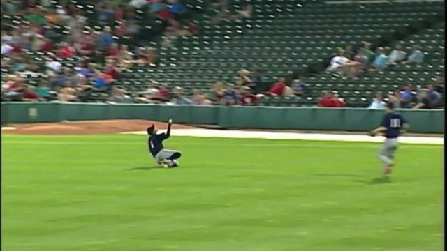 Minor Leaguer Ends Game on Over-the-Shoulder Bare-Handed Catch