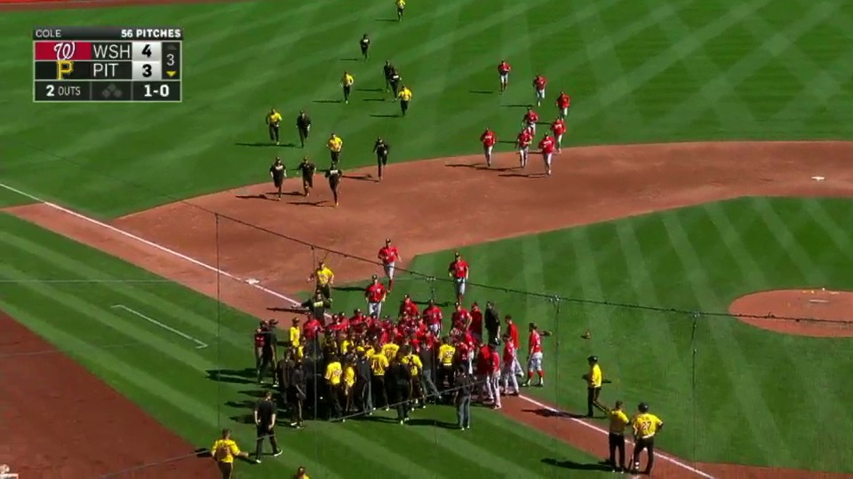 ​Bryce Harper Hurt, Benches Clear After Jung-Ho Kang's Fake Tag