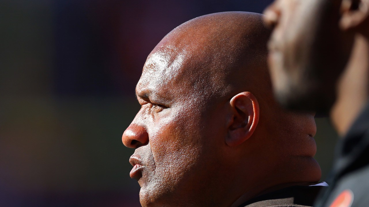 Hue Jackson Takes off Headset, Gives Up Playcalling in Final Minutes of Another Browns Defeat