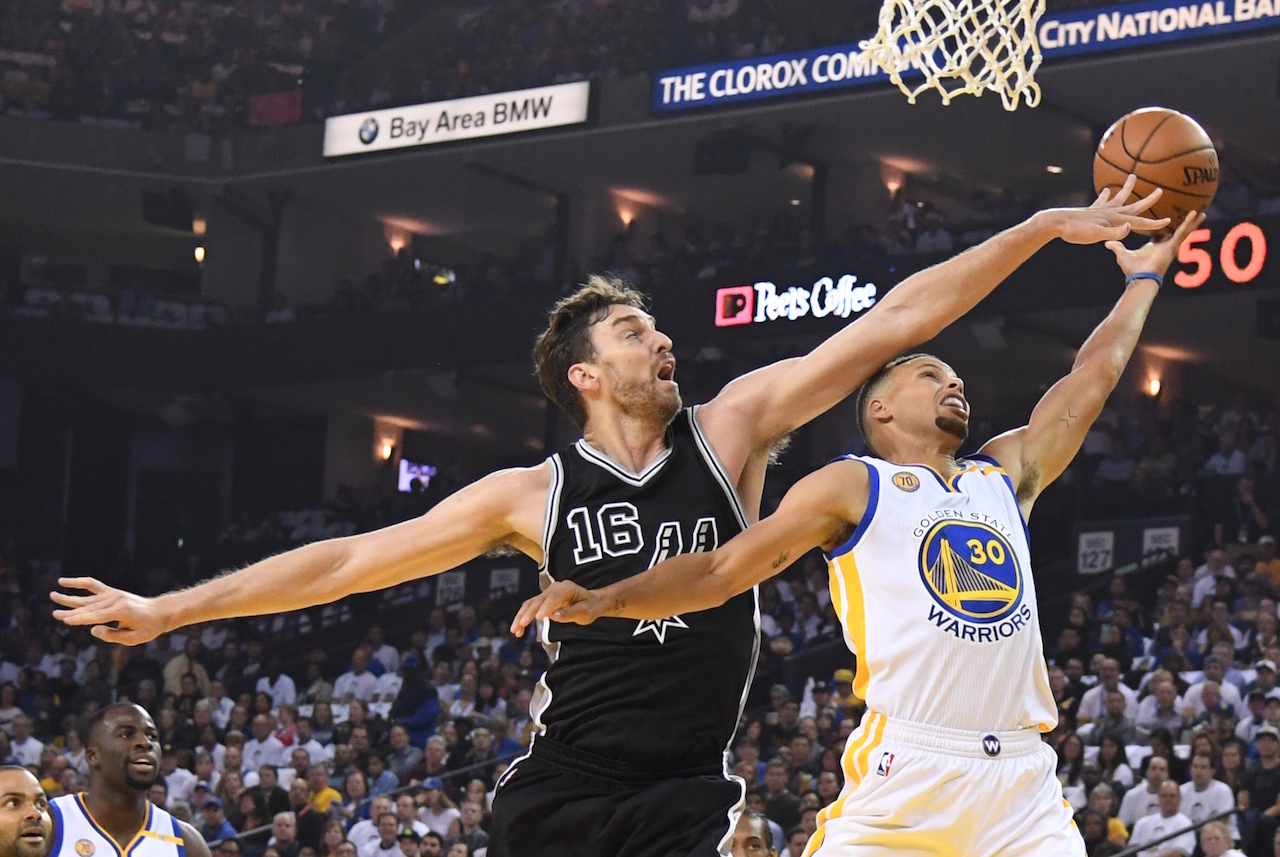 Steph Curry s Weakness  The Chasedown Block - VICE Sports 11c6425ed