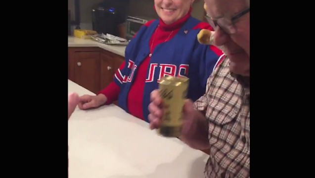 Old Dude Put a Beer in Fridge 32 Years Ago and Wouldn't Open It Until Cubs Won World Series