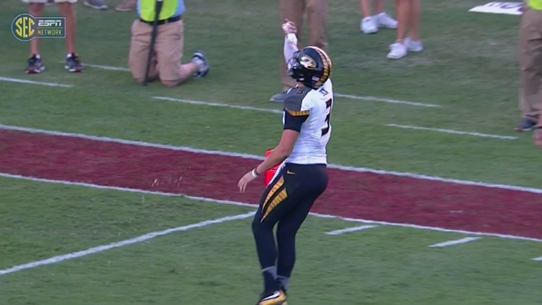Mizzou's QB Executes Sick Power Move By Drinking Water Bottle Thrown At Him