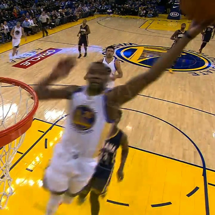 Draymond-green-steph-and-kd-combine-for-full-court-basketball-masterpiece-1481039931.jpeg?crop=0.5633528265107213xw:1xh;0