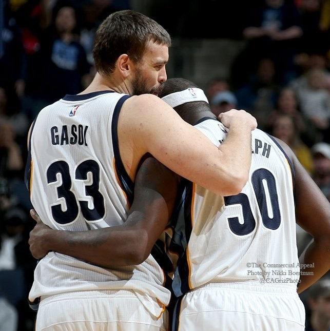 Fans-give-zach-randolph-a-standing-ovation-in-first-game-back-since-his-mother-died-1481131737.jpg?crop=0.7153996101364523xw:1xh;0