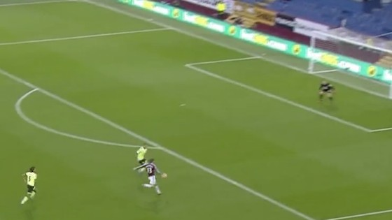 Burnley's Jeff Hendrick Plucks Ball From the Sky to Score a Magnificent Goal from Deep