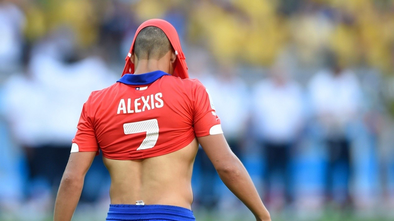 Arsenal Fans to Make Giant Banner of Alexis Sanchez's Very Good Dogs