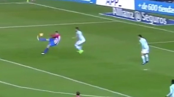 Fernando Torres Scores Overhead Goal That Dreams Are Made Of
