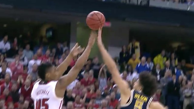 No. 7 Seed Michigan Knocks Off No. 2 Seed Louisville in Last-Second Showdown