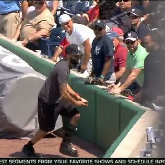 Did-this-dummy-yankees-fan-just-reveal-hes-faking-a-busted-leg-1490211236.jpeg?crop=0