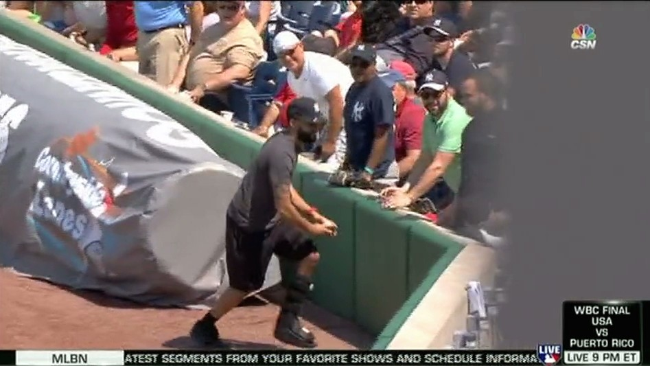 Did This Dummy Yankees Fan Just Reveal He's Faking a Busted Leg?