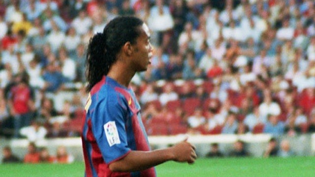 Ronaldinho Administers Filthy No-Look Assist in Geriatric El Classico