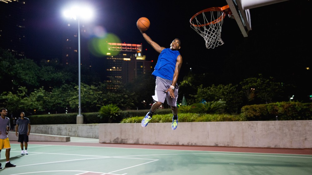 See Man Fly in 360°: Dunking with Sir Issac White